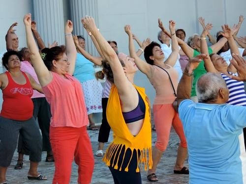 Tai chi class in Cuba